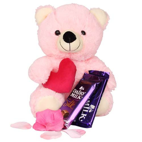Teddy Keeps Love